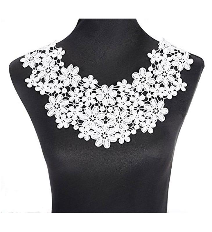 Cuello de encaje bordado floral